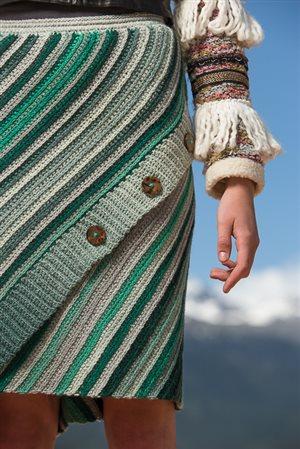Aslant Skirt detail