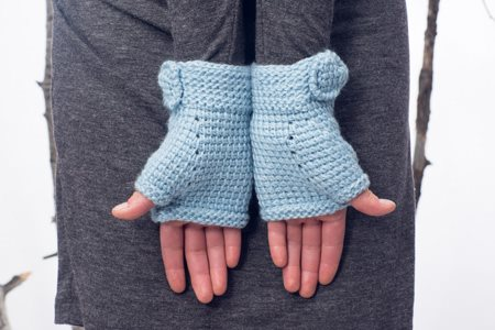 Ribbons and Bow Mitts Close
