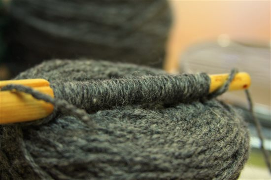 Great yarn yardage calculator method for determining amount of yarn from an unlabeled skein.