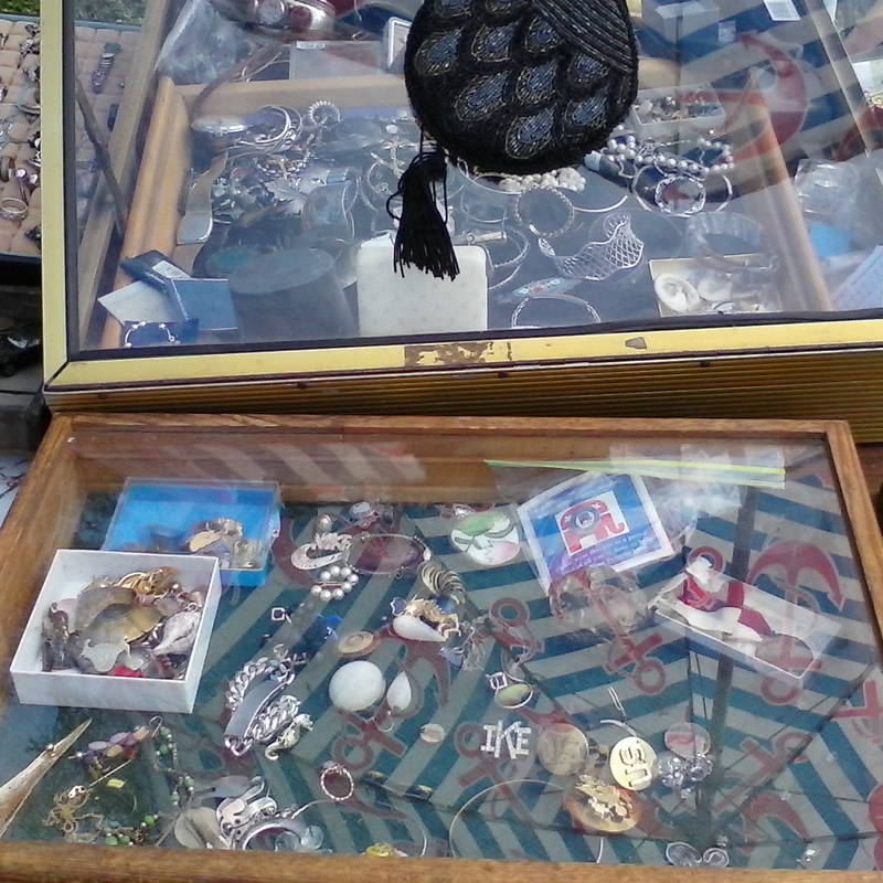 Rock Hunting: Flea Market Gem Collecting and Treasure Hunt