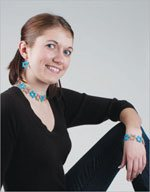 Learn how to make simple motives in this free eBook on crochet jewelry.