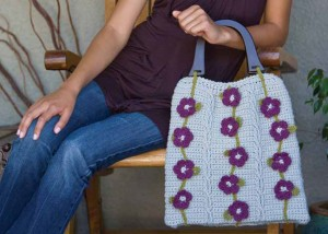 Learn how to crochet lace flowers on a bag in this FREE eBook on crochet embellishments.