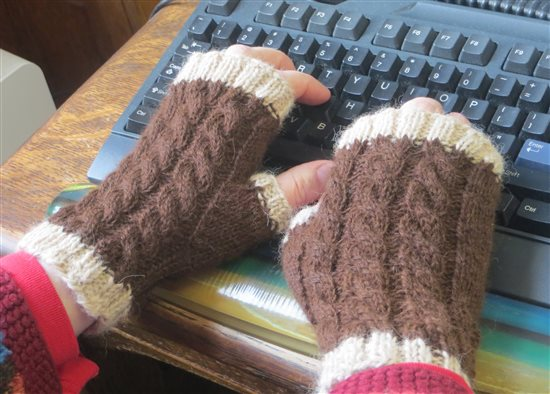 Reversible cable mitts