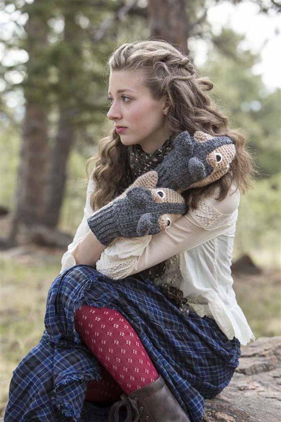 Crochet Ever After: Wolf Mittens Crocheted