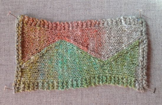 Intarsia knitting with variegated yarn