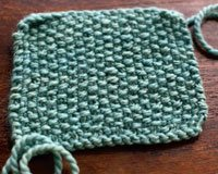 Using a seed-stitch pattern, or any alternating knit-and-purl stitch pattern, can reduce pilling