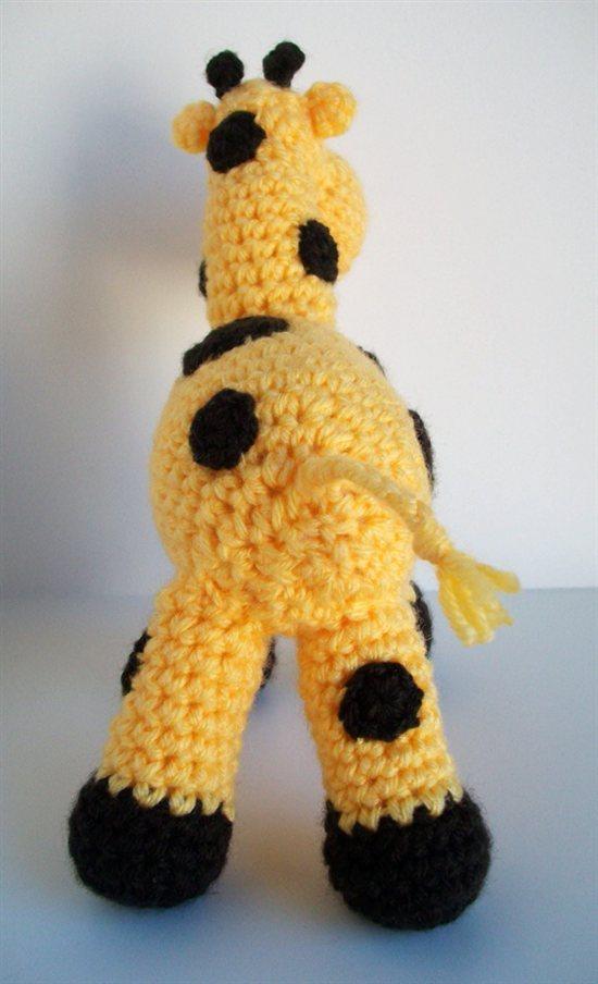 Amigurumi-Ellie-the-Giraffe2
