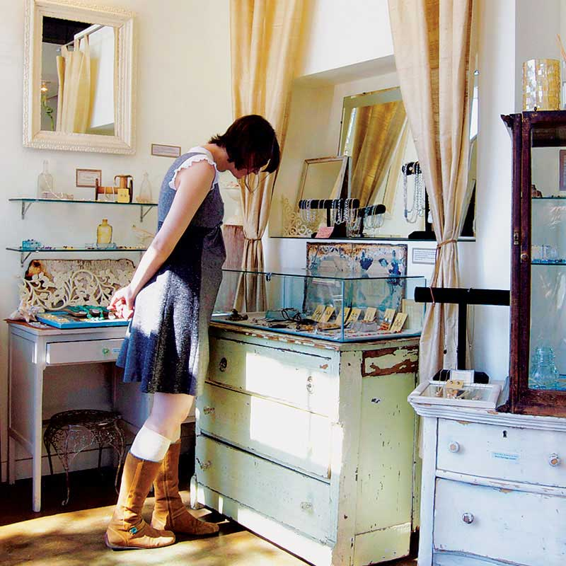 7 Tips for How to Create Dazzling Jewelry Displays