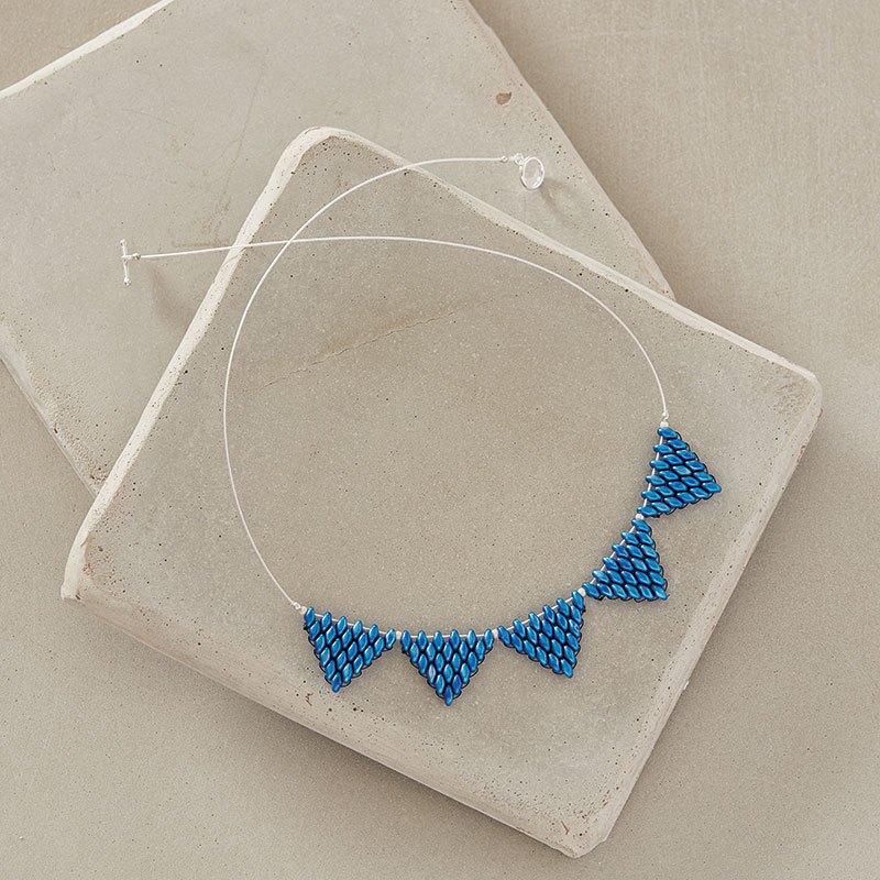 Sapphire Pennant Necklace by Sara Oehler, Beadwork magazine December 2017/January 2018