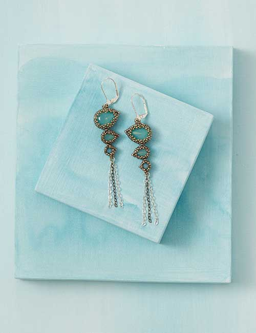 Beadwork Feb/Mar 2017 issue filled with on-trend and fabulous beadweaving designs. Crystal Falls Earrings by Melissa Grakowsky Shippee
