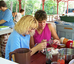 Campers dyeing yarn for their handweaving project