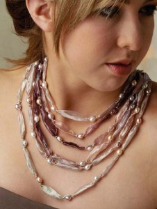 Champagne_Necklace-a-1