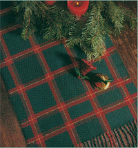 Learn how to make this beautiful, woven Christmas table runner in this free ebook.