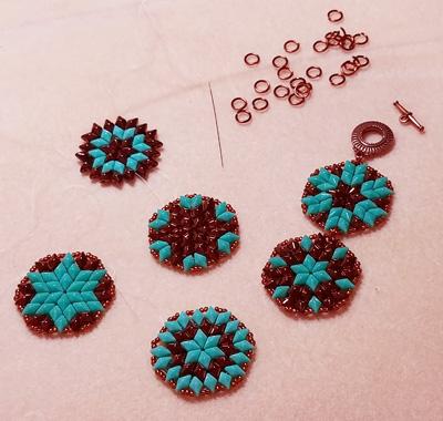 DiamonDuo beaded samples made using DiamonDuo 2-Hole Shaped Beads
