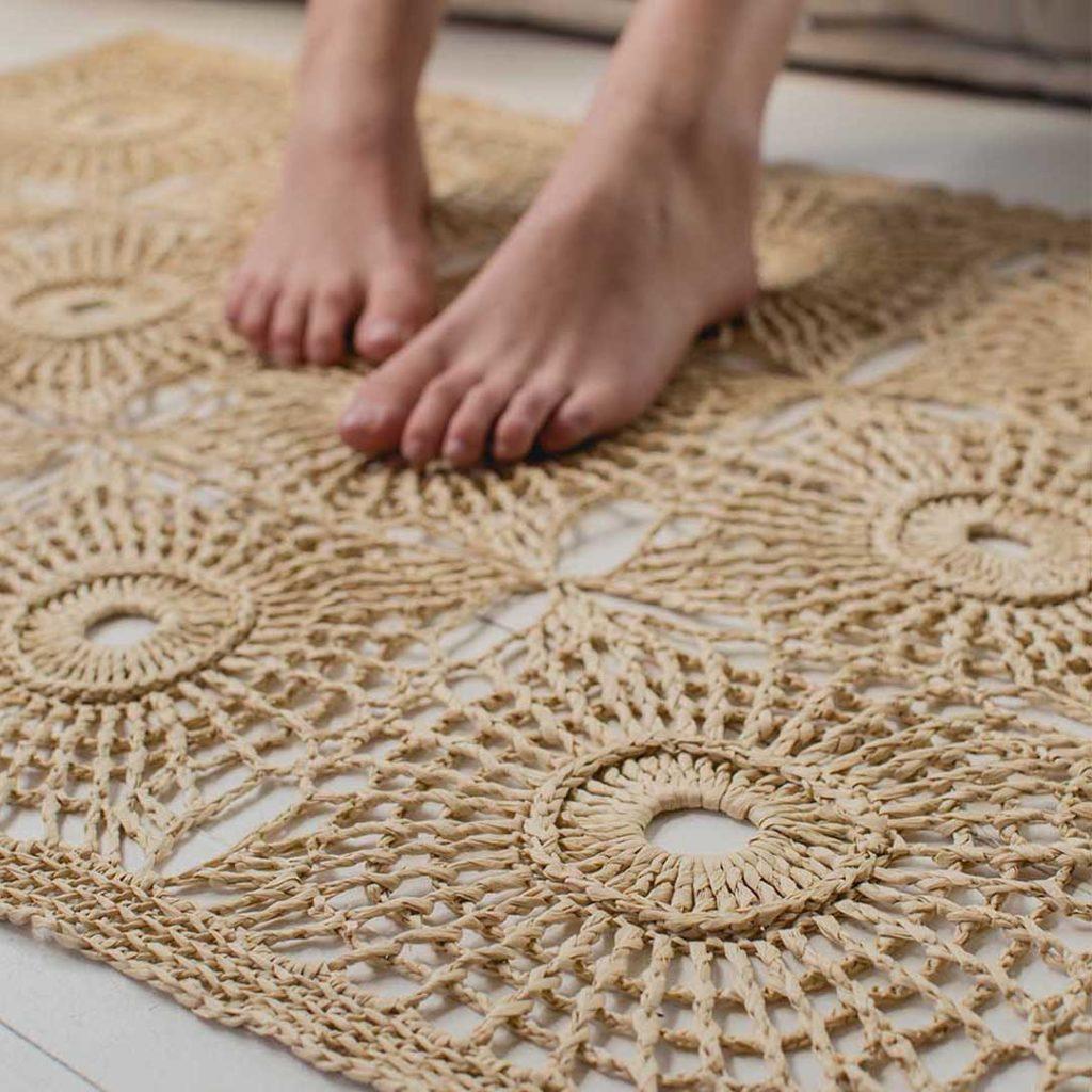 Ever want to crochet a raffia rug?