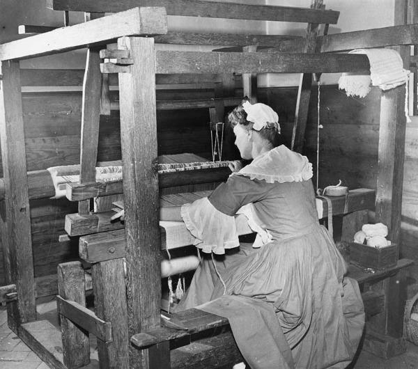 weaving: Colonial Weaving: Credit: John Dominis / Stringer