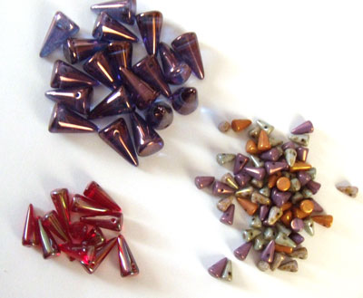 Glass-spike-beads
