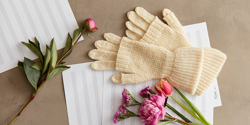 A Pair of Ingenious Knitted Gloves: The Richmond Gloves to Knit