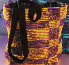 Learn how to make handmade bags in this free woven bag patterns eBook.