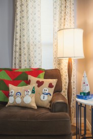 Felted snowman pillows: great knitted gifts!