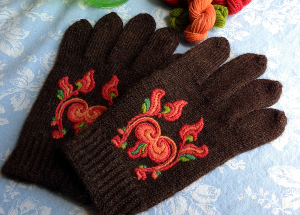 Kate's Telemark Gloves from Spin-Off Summer 2014. Photo: Kate Larson