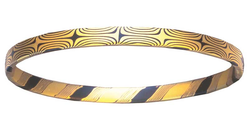 Bangle bracelet of 18K gold and shakudo by Steve Midgett