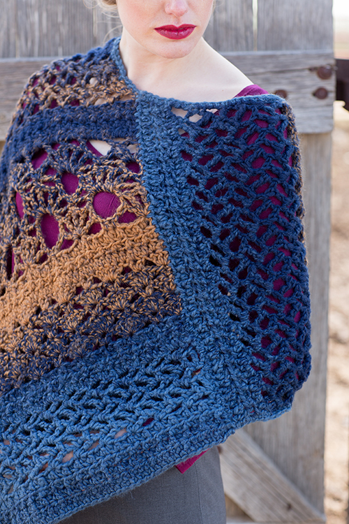 Join of Mixlace Poncho Detail Photo