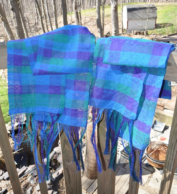 If you're considering weaving a scarf for an occasion, consider a handwoven scarf like this one, woven on a four-shaft loom.