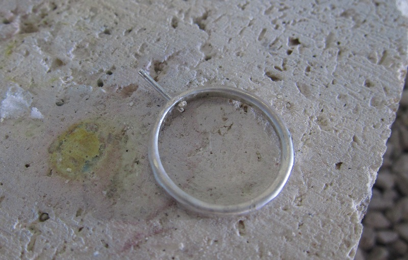 how to make riveted rings with lampwork glass beads by Laurel Nathanson