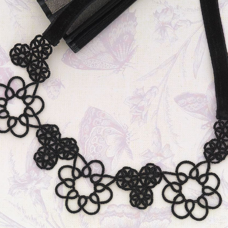 The viola motif choker from New Tatting.