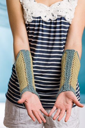 If you are looking for the perfect travel knitting projects, try this easy mitts knitting pattern called Clipper Mitts.