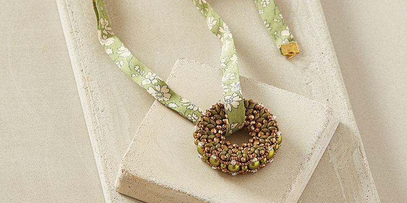 Peekaboo Pearl Pendant by Evelina Palmontova