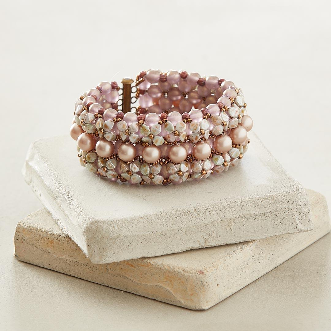 beaded gifts: Pinch Me Not Bracelet © F+W Media, Inc. by George Boe