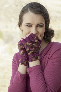 Make these beautiful entrelac knitted mittens in this free guide on how to knit entrelac.