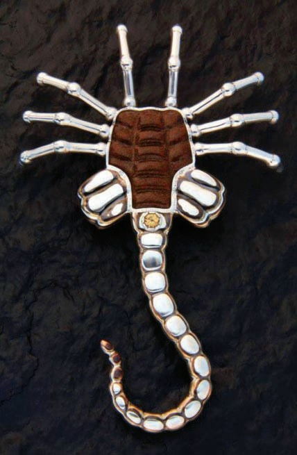 rogerhalas-facehugger-brooch