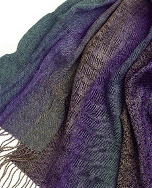 This gorgeous handwoven scarf pattern features sea silk, made of 70% silk and 30% Seacell.