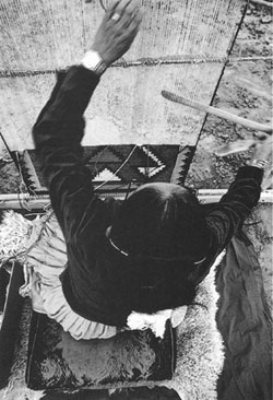 Navajo weaver Tiana Bighorse at her loom