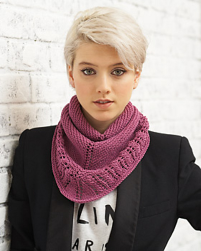 The Tri-light knit scarf is an easy and fashionable accessory.