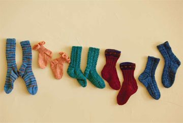 Knit a group of socks for babies with this free sock knitting