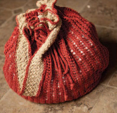 Make this knitted lace beach bag and bring your knitted projects to the beach with you.