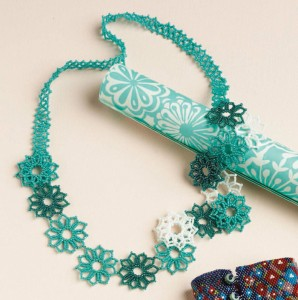 Learn how to make this bold, Czech seed beaded jewelry design in this free bead netting eBook.