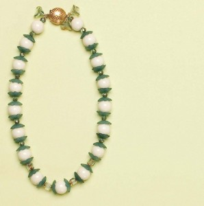 Learn how to make a necklace with beads in this FREE eBook on learning how to bead.