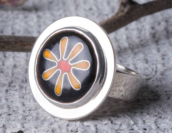 create a bezel-set cloisonne ring with Pauline Warg