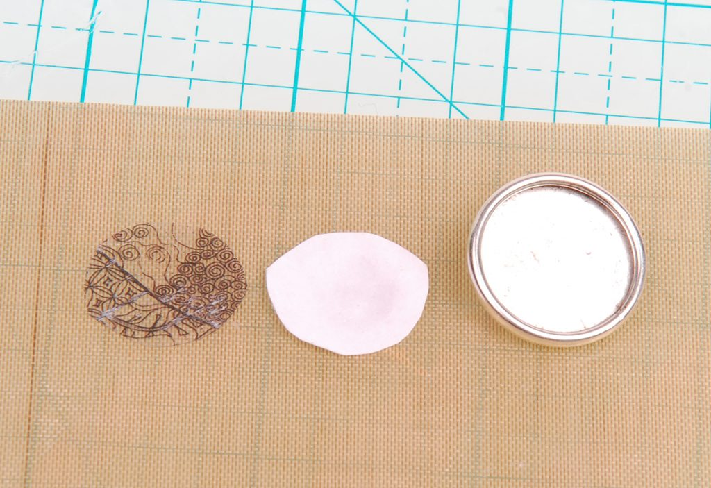 resin jewelry, how to create an image transfer by Tammy Honaman