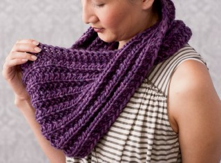 This image is the Mistake Stitch Mobius by Daniel Yuhas. This chunky knitted pattern is free in our Chunky Knits eBook.