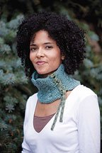 Corseted Necklet: Free knitting pattern for reversible cables.