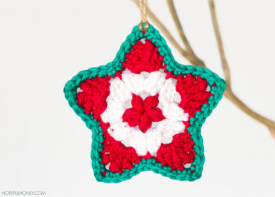 Star crochet Christmas ornament pattern.