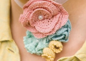 Learn how to make crochet flowers for embellishments in this FREE eBook.