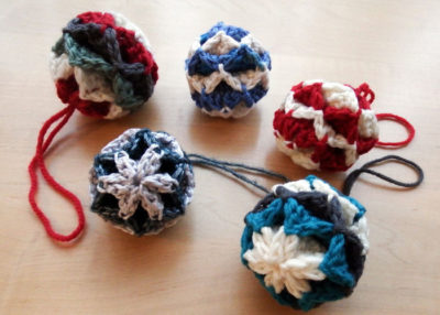 Origami Christmas Baubles crochet pattern.