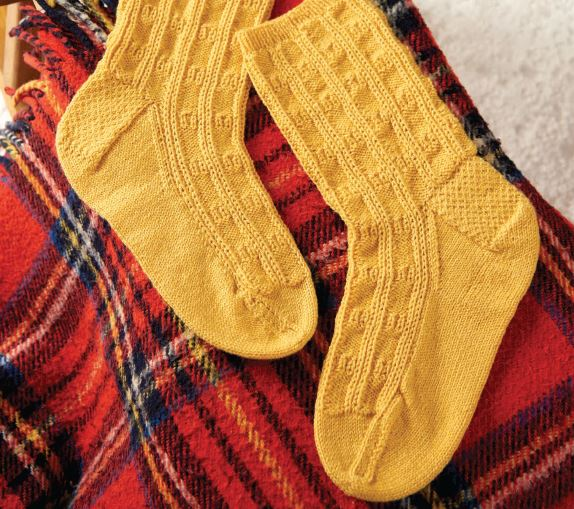 dog-sledge-socks-knitting-traditions